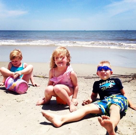 cousins are the best beach buddies!