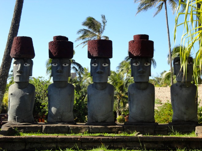 polynesian-cultural-center-rapa-nui-stone-statues